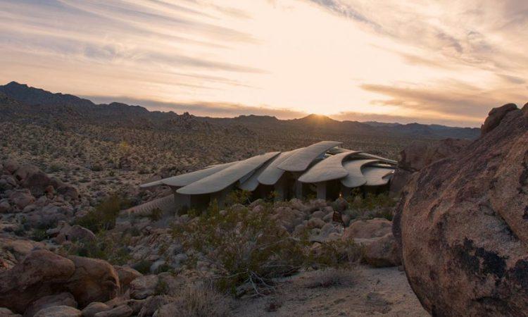Дом-камень: Потрясающая обитель в пустыне, пригодная для Джеймса Бонда