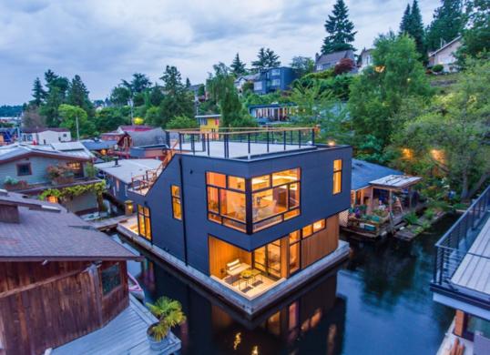 Когда не боитесь затопить соседей: дома на воде