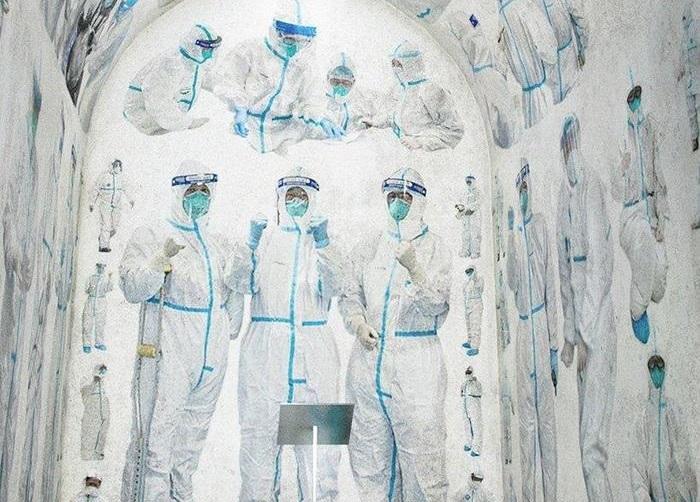 Художник расписал часовню борьбы с коронавирусом