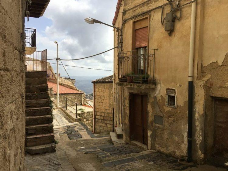 В одном из итальянских городов продаются дома всего за 1 евро ро