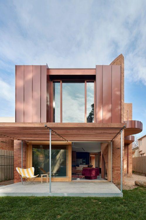 В Мельбурне появился необычный дом с кирпичными башнями