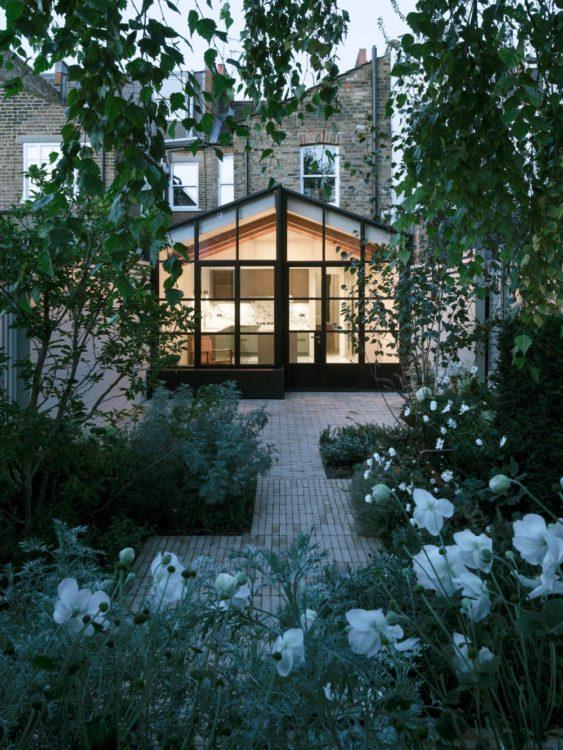 В западном Лондоне появилось здание, напоминающее японский чайный дом
