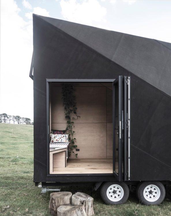 Студия Edwards создала деревянный дом на колесах