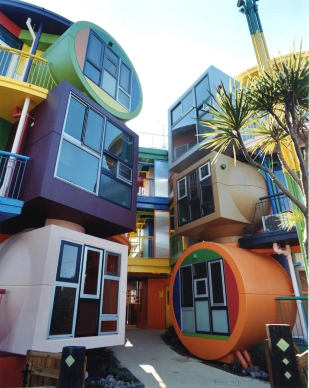 Яркий жилой комплекс в Токио