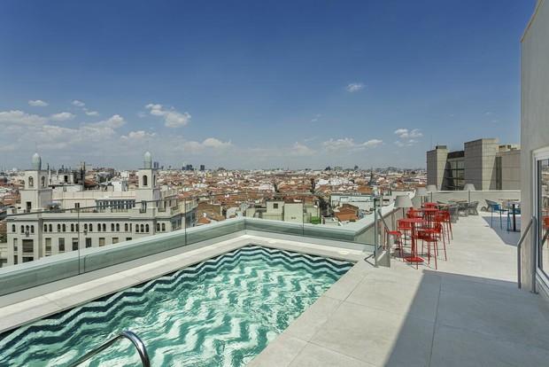 Яркая гостиница Room Mate Macarena в Мадриде