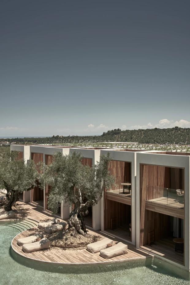 Отель с бассейном площадью 4000 м² на греческом острове Закинф
