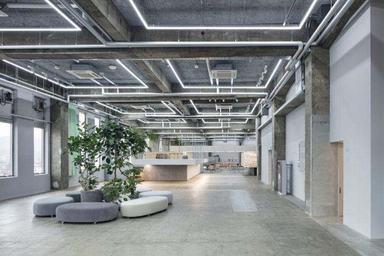 Превращение: лекционный зал стал многоуровневым рабочим пространством