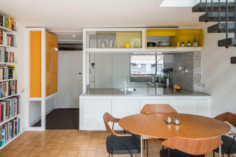"""Студия Archmongers """"оживила"""" дом в модернистском поместье Golden Lane Estate"""