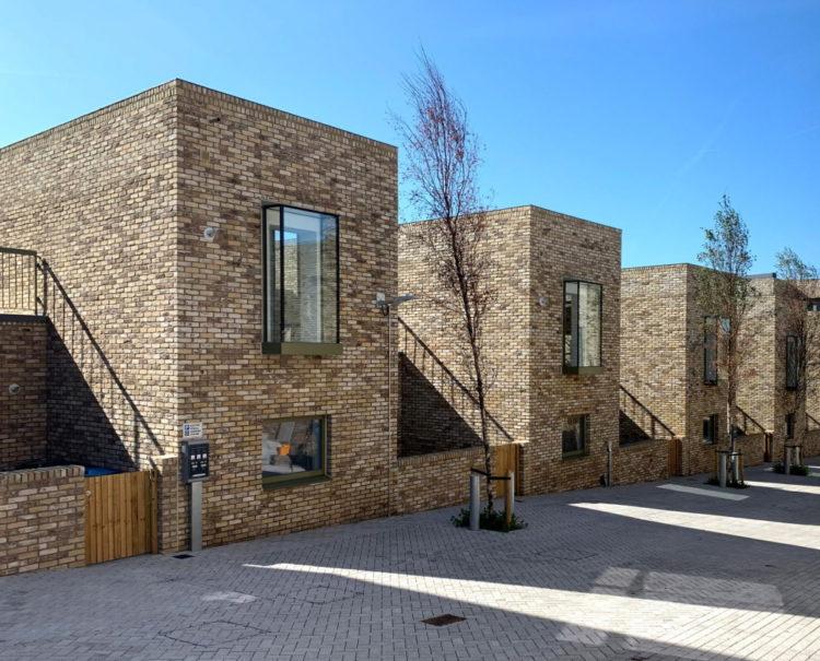 Комплекс кирпичных домов и мини-пивоварня в лондонском районе Гринвич