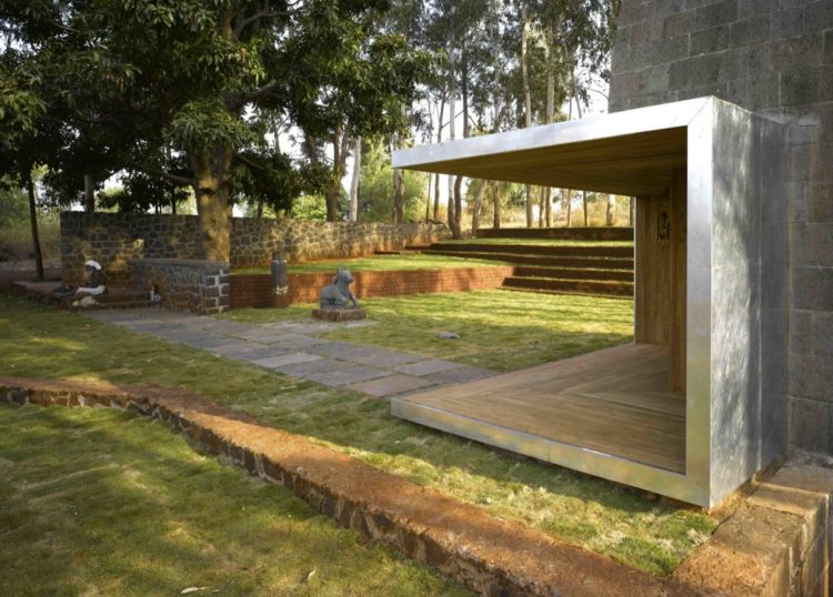 Традиционный дизайн и символические элементы: храм Шивы от Sameep Padora & Associates