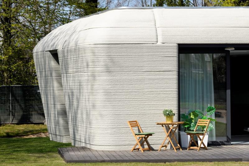Первые арендаторы переезжают в дом в Нидерландах, напечатанный на 3D-принтере